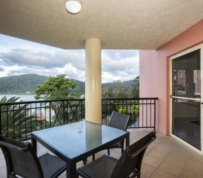 One-Bedroom-Apartment-Airlie-Beach-10