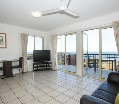 Executive-Airlie-Beach-Apartments-1